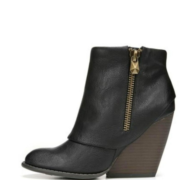 Urban Outfitters Shoes - NEW Envy Wedge Bootie